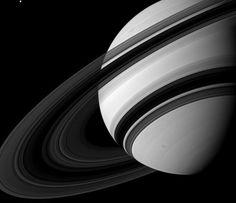 Anillos de Saturno captados por la nave robótica Cassini que se encuentra orbitando dicho planeta.