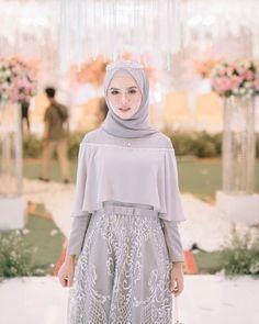 Hijab Evening Dress, Hijab Dress Party, Hijab Style Dress, Casual Hijab Outfit, Modern Hijab Fashion, Muslim Women Fashion, Batik Fashion, Dress Muslim Modern, Muslim Dress