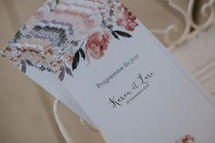 Karen et Lari ont fait le choix de couleurs pastel pour leur mariage en bord de mer. Wedding Announcements, Pastel Colors, Photo Booth, Italy, Photo And Video, Romance, Sea, Beautiful, Instagram