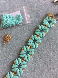 New bead type Beaded Braclets, Beaded Bracelet Patterns, Seed Bead Bracelets, Seed Bead Jewelry, Bead Jewellery, Beading Patterns, Beading Tutorials, Jewelry Crafts, Handmade Jewelry