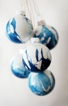 In just five minutes, you can make these DIY Indigo Marbled Ornaments!