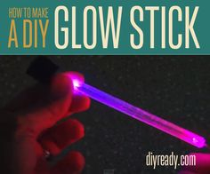 DIY Glow Stick | This DIY glow stick is a great project to do with the kids! It's quick, easy and can be adapted to different sizes and colors. #DiyReady www.diyready.com