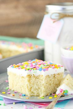 Homemade Vanilla Cake Mix! Such a moist and easy cake to put together! With a printable tag! ~ Life, Love, and Sugar
