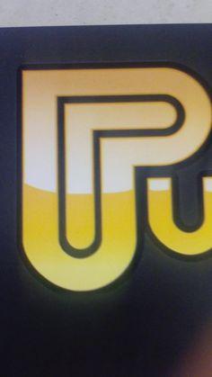 1 groot vlak in het midden van het logo.