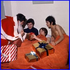 The Small Faces at Christmas! Have a Very Merry Christmas Everyone! Beatles, Kenney Jones, Ronnie Lane, Steve Marriott, Ronnie Wood, 60s Music, Under The Mistletoe, Small Faces, Merry Christmas Everyone