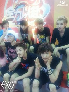 Exo band members divided into Exo-K, who sings in Korean, and Exo-M, who sings in Mandarin. Their names are, Kris, Xiumin, Suho, Luhan, Lay, Baekhyun, Chen, Chanyeol, D.O., Tao, Kai and Sehun. All members of Exo are Korean except for Luhan, Lay, and Tao who come from China, plus Kris who comes from Canada.