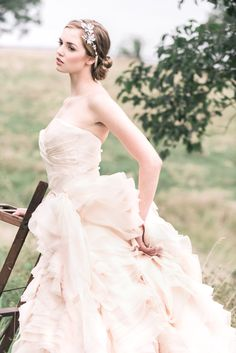 More lovely bridal hair accessories from Enchanted Atelier. Chic Wedding, Wedding Bride, Wedding Styles, Wedding Gowns, Dream Wedding, Autumn Wedding, Spring Wedding, Floral Wedding, Wedding Jewelry