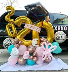 Balloon Arch Diy, Balloon Display, Balloon Gift, Birthday Balloon Decorations, Graduation Decorations, Balloon Bouquet Delivery, Graduation Party Planning, Trolls Birthday Party, Graduation Balloons