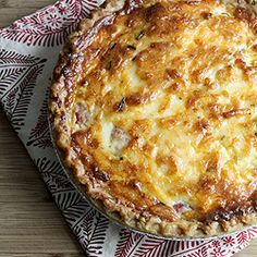 Savory Tomato Pie, This recipe is a bit dif from mine, i omit cheese in crust, just do a traditional crust and use parmesian cheese mixed in with the mayo instead Pie Recipes, Vegetable Recipes, Vegetarian Recipes, Cooking Recipes, Tomato Pie, Good Food, Yummy Food, Quiches, Mets