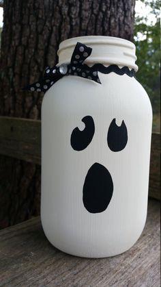 Halloween Jars, Halloween Wood Crafts, Halloween Projects, Diy Halloween Decorations, Fall Crafts, Holiday Crafts, Halloween Lanterns, Spooky Halloween, Pot Mason