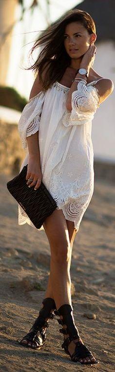 Amamos o vestido rendado de ombros caídos no estilo #boho - ficou ótimo junto com sandálias no estilo gladiador! #bohostyle