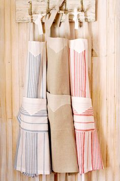 Light and stylish country cloth aprons from Mungo.