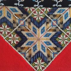 Bilderesultat for brystduk Traditional Outfits, Tree Skirts, Bohemian Rug, Christmas Tree, Interior Design, Rugs, Holiday Decor, Design Ideas, Clothing