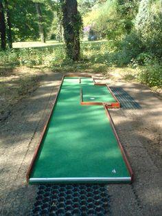 Mini Golf Ltd - Miniature golf plans and layouts. Custom made Miniature golf obstacles. Guide on how to build a minigolf course Backyard Plan, Backyard Games, Outdoor Games, Golf Card Game, Golf Cards, Pub Golf, Backyard Putting Green, Putt Putt Golf, Golf Room