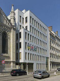 Le projet de l'école Saint-Sacrement conçu par AFAA est un exemple de mixité verticale qui mixe groupe scolaire et bureaux au coeur de Lyon Part Dieu