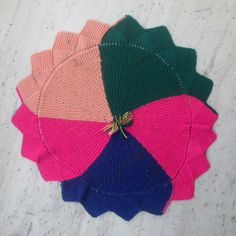 Knitted table decoration made by ruby