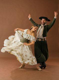 Danza Danielle Marie, Dance Poses, Latin Dance, Folk Costume, Just Dance, World Cultures, Dance Costumes, Belly Dance, Trendy Fashion