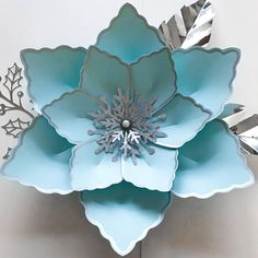 Beautiful paper flower template (PDF) from The Crafty Sagittarius. Size range from 6 inches to 10 inches. The Starfish Now including the small, medium and large base PDF. This is an instant download after completing purchase. There are four (4) files to download. Page 1 - 3 is the