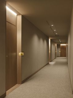 Four Seasons Private Residences - Projects - Arthur Casas Lobby Design, Hotel Room Design, Hotel Hallway, Hotel Corridor, Corredor Do Hotel, Studio Arthur Casas, Muji Home, Corridor Lighting, Flur Design