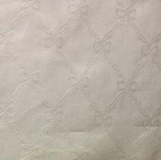 Witte damast stof patroon 04, 100 % katoen. Geschikt voor o.a. tafellaankleding, gordijnen, decoratie.