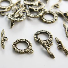 10 Sets Antique Brass Tone Base Metal Toggle Clasps  por clbeads, $2.45