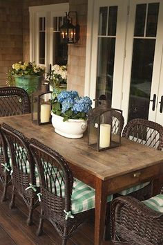 back porch dining....I dream of having a back porch where we can have a huge table for my family to gather around.