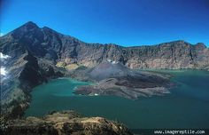 Segara Anak Lake and Mount Rinjani, Lombok, Indonesia Beautiful Places To Visit, Oh The Places You'll Go, Places To Travel, Amazing Places, Lombok, Komodo National Park, National Parks, 7 Natural Wonders, Earth