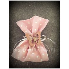 Μπομπονιέρα βάπτισης ροζ βαμβακερό πουγκί με ξύλινη πεταλούδα... Christening, Gift Wrapping, Baby Shower, Gifts, Ideas, Gift Wrapping Paper, Babyshower, Presents, Wrapping Gifts
