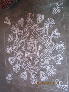 Indian Rangoli, Kolam Rangoli, Beautiful Rangoli Designs, Kolam Designs, Sankranthi Muggulu, Padi Kolam, Rangoli Ideas, Indian Patterns, Simple Rangoli