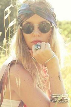 Free your wild :: Gypsy Soul :: Bohemian Beauty :: Hippie Spirit :: Beach Boho :: Festival Outfits :: See more Untamed fashion + style Inspiration Bohemian Mode, Boho Gypsy, Bohemian Style, Gypsy Style, Hippie Style Hair, Bohemian Hair, Ibiza Style, Bohemian Summer, Festival Trends