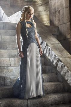 The 24 best fashion moments on Game of Thrones: Emilia Clarke as Daenerys Targaryen. Related Post All the Secrets Hidden in Game of Thrones' Bra. Emilia Clarke Game of Thrones Characters: Then vs. Costumes Game Of Thrones, Hbo Game Of Thrones, Game Of Thrones Dress, Game Of Thrones Outfits, Emilia Clarke, Movie Costumes, Cool Costumes, Amazing Costumes, Draped Dress