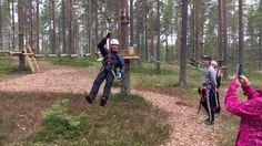 70-vuotis synttärisankari juhlistamassa merkkipäiväänsä  #vuokatinseikkailupuisto #vuokkati #seikkailupuisto #loma #luonto #Finland #nature #adventurepark #zipline #fun #treetopadventure