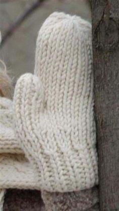 Free knitting patterns for mittens from Authentic Knitting Board. Stitch: Stockinette and Rib Size: Adult small and (medium/large). by Karoll Broadhurst Domeij