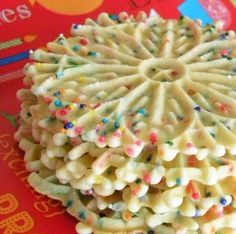 Classic Vanilla Pizzelle Recipe-A straightforward Pizzelle recipe for the old cl. - Classic Vanilla Pizzelle Recipe-A straightforward Pizzelle recipe for the old classic Italian cooki - Pizzelle Cookies, Cookies Et Biscuits, Waffle Cookies, Macaroon Cookies, Köstliche Desserts, Delicious Desserts, Dessert Recipes, Yummy Food, Decorated Cookies