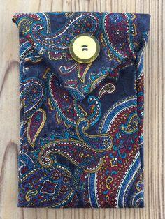 Tunella's Geschenkeallerlei präsentiert: Krawattentascherl - Wenn poppige Krawatten den Zweck ihrer ersten Bestimmung erfüllt haben, kann man ihnen zu neuen Aufgaben verhelfen - groovy, baby... #tunellasgeschenkeallerlei #näherei #krawattentasche #handgemacht Baby, Women, Fashion, Ties, Yarn And Needle, To Draw, Bags, Gifts, Moda
