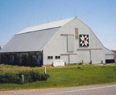 Quilt Barn - 15-38-19Notes:  Photo by Beryl Beckett (June 2006)  Pattern: Variable Star  Location:  12719 330th St  Grundy Co - IA