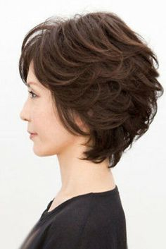 Round Face Fix - 50 Cute Looks with Short Hairstyles for Round Faces - The Trending Hairstyle Bob Hairstyles For Thick, Round Face Haircuts, Retro Hairstyles, Hairstyles For Round Faces, Wig Hairstyles, Short Human Hair Wigs, Short Curly Hair, 100 Human Hair, Curly Hair Styles