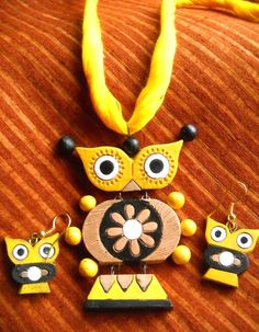 The owl is the ruler of the night and seer of souls. This bright yellow Terracotta set is emblematic of a deep connection with wisdom and intuitive knowledge. (Slight variation in color is possible)