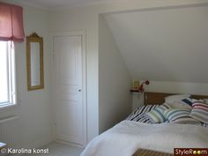 Inbyggd säng i snedtak Tumblr Rooms, Loft, Bedroom, House, Inspiration, Furniture, Attic Ideas, Master, Home Decor