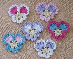 This Pin was discovered by nar Marque-pages Au Crochet, Beau Crochet, Crochet Motifs, Crochet Flower Patterns, Freeform Crochet, Baby Knitting Patterns, Irish Crochet, Crochet Doilies, Crochet Flowers