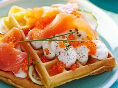 Avec les lectrices reporter de Femme Actuelle, découvrez les recettes de cuisine des internautes : Gaufre moelleuse aux courgettes et saumon fumé
