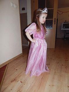 Różowy strój księżniczki na bal przebierańców Różnie różniście i z serduchem