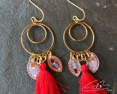 Freue mich, euch diesen Artikel aus meinem Shop bei #etsy vorzustellen: Wunderschöne rote und goldene Ohrringe, Engel Ohrringe mit roter Quaste und Flügeln aus handbemalter Schrumpffolie #schmuck #ohrringe Artisan Jewelry, Drop Earrings, Personalized Items, Etsy, Angel, Shrink Plastic Jewelry, Nice Asses, Drop Earring