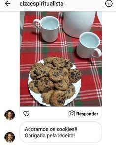 """Mais uma leitora """"satisfeita"""" com a receita dos cookies V.I.P Low Carb do Senhor Tanquinho! . E olha que lindos que ficaram. Aposto que a @elzaespiritualista se deliciou! . Quantidade de carboidratos por cookie: 2g . Ingredientes (12 cookies): - 4 colheres de sopa (60g) de óleo de coco ou manteiga -  xícara (80g) de Farinha de amêndoas -  xícara (60g) de Farinha de coco - 2 ovos - 4 colheres de sopa (60g) de adoçante xilitol -gotas de chocolate a gosto . Preparo: - Adicionar todos os…"""
