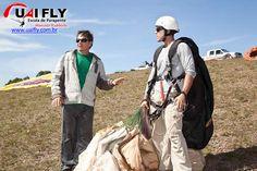 Marcelo Rubbioli ministrando aula de Parapente na Serra da Moeda em BH. Venha aprender a voar de Parapente você também. LIGUE: (31) 9768-2028