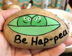 88 Simple Diy Painted Rocks Ideas For Inspiration - Rock Ideas - Painting Love Rock Painting Patterns, Rock Painting Ideas Easy, Rock Painting Designs, Paint Designs, Rock Painting Kids, Ladybug Rock Painting, Pebble Painting, Pebble Art, Stone Painting
