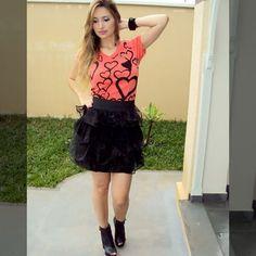 Leia aqui!: http://imaginariodamulher.com.br/look/?go=2lu36Ms  10 Looks com saia de cintura alta de babado e onde Encontrar #achadinhos #modafeminina #modafashion #tendencia #modaonline #moda #instamoda #lookfashion #blogdemoda #imaginariodamulher