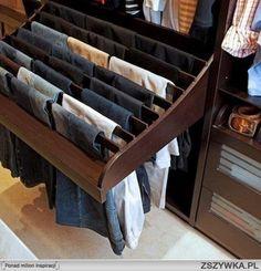 Zobacz zdjęcie porządek w szafie w pełnej rozdzielczości
