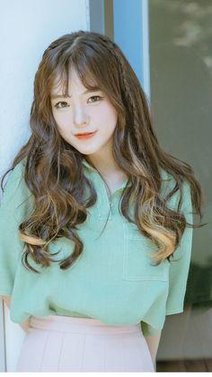 愼 ☼ ριητεrεsτ policies respected.( *`ω´) If you don't like what you see❤, please be kind and just move along. Ulzzang Fashion, Ulzzang Girl, Korean Beauty, Asian Beauty, Bora Lim, Wispy Bangs, Beautiful Asian Girls, Pretty Hairstyles, Korean Hairstyles