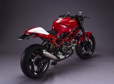 "motomo-d: ""DUCATI Monster : fiber tank and seat faring "" Ducati Monster 695, Monster Bike, Monster Garage, Ducati Monster Custom, Monster 821, Ducati 695, Moto Ducati, Ducati Cafe Racer, Moto Bike"